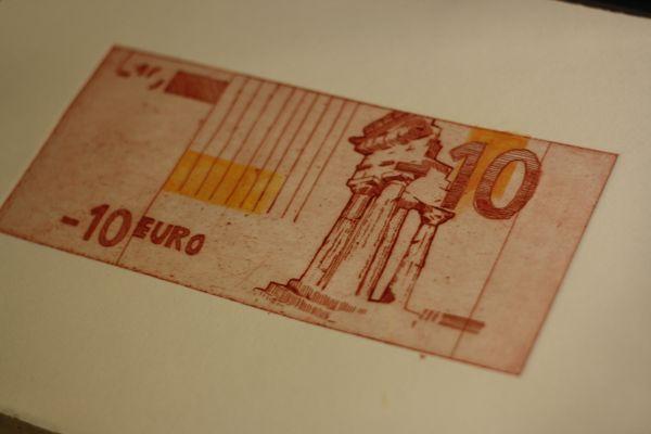 Ένα χρέος των 10 ευρώ φιλοτεχνημένο από την Ilke van Deventer