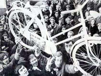 Provos - άσπρα ποδήλατα